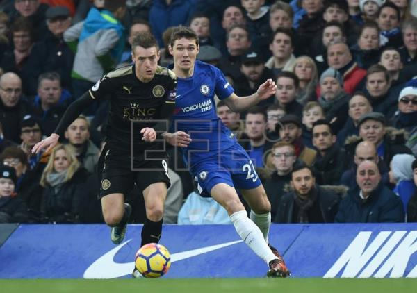Leicester's Jamie Vardy (L) vies for the ball against Chelsea's Andreas Christensen (R) during the English Premier League match between Chelsea and Leicester City at Stamford Bridge in London, Britain. EFE/EPA