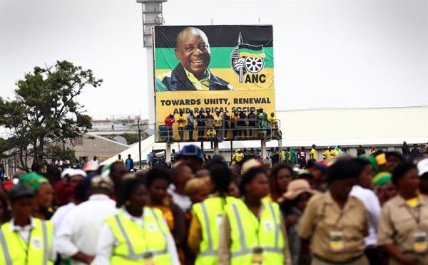 ANC supporters during the African National Congress 106th anniversary celebrations at ABSA Stadium, East London, South Africa, 13 January 2018. EFE