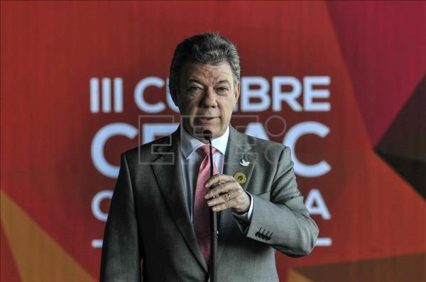 Colombia's President Juan Manuel Santos delivers a speech to the media. EFE/File