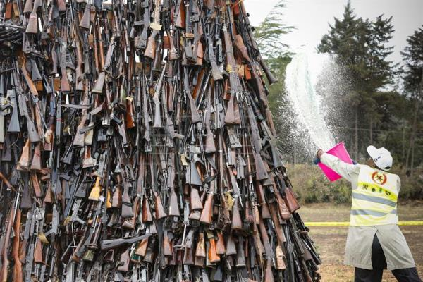 A worker pours fuel on a pile of illegal firearms before it was set alight at a field in Ngong, in the outskirts of the capital Nairobi, Kenya, 15 November 2016.  EPA/DAI KUROKAWA