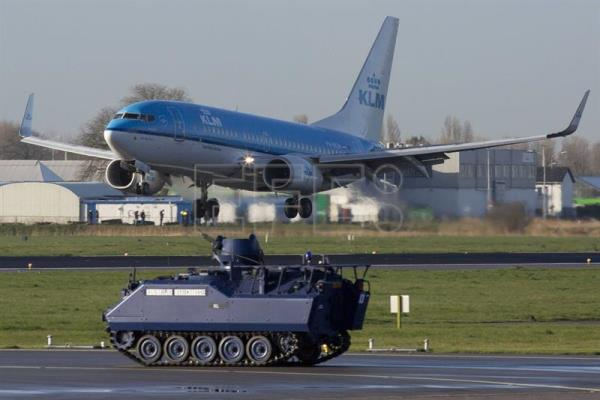 Holland to maintain Schiphol airport's enhanced security measures
