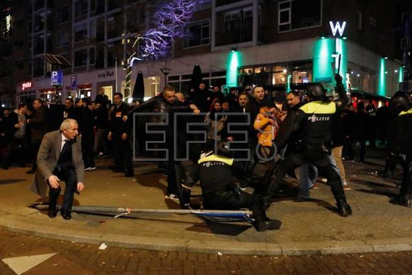 Dutch Police clear the streets from demonstrators near the Turkish consulate in Rotterdam, the Netherlands, Mar. 11, 2017 (issued Mar. 12, 2017).  EPA/BAS CZERWINSKI