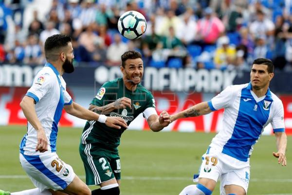 Leganes defenders Dimitros Siovas (L) and Ezequiel Munoz (R) and Real Betis forward Ruben Castro (C) vie for the ball during the La Liga soccer match between Leganes and Real Betis at Butarque Stadium in Madrid, Spain, May 19, 2018. EPA-EFE/Juan Carlos Hidalgo