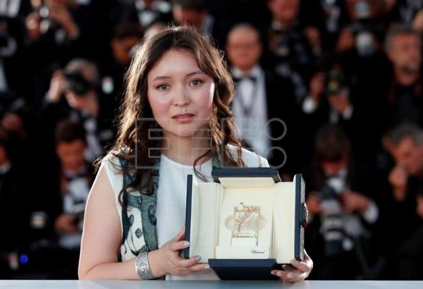 cannes palme d 39 or goes to hirokazu kore eda best actress to samal yeslyamova entertainment. Black Bedroom Furniture Sets. Home Design Ideas