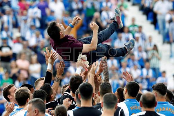 Leganes' head coach, Asier Garitano, is thrown in the air by his players after the Spanish La Liga soccer match between Leganes and Real Betis at Butarque Stadium in Madrid, Spain, May 19, 2018. EPA-EFE/Juan Carlos Hidalgo