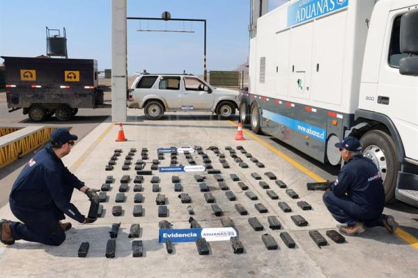 Chile seizes $2.2 million in drugs on Bolivian truck, arrests 3