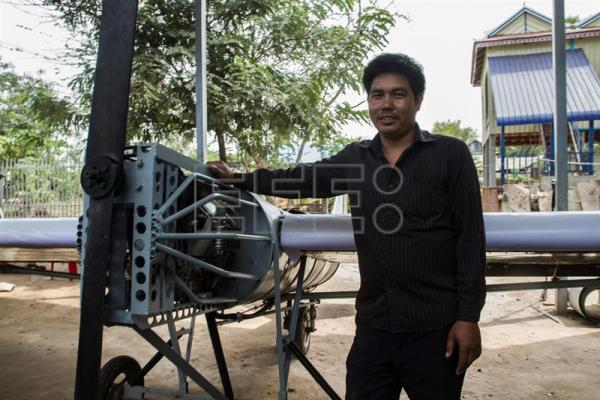 Cambodian mechanic wants to fly plane he learnt to build online