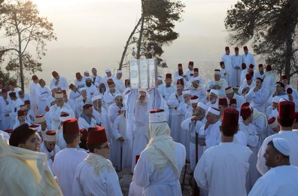 Samaritans gather atop Mount Gerizim in Israel to hold end of ...