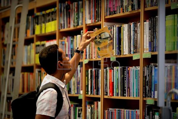 Crisis in big bookstores forcing reinvention of Brazil's publishing industry
