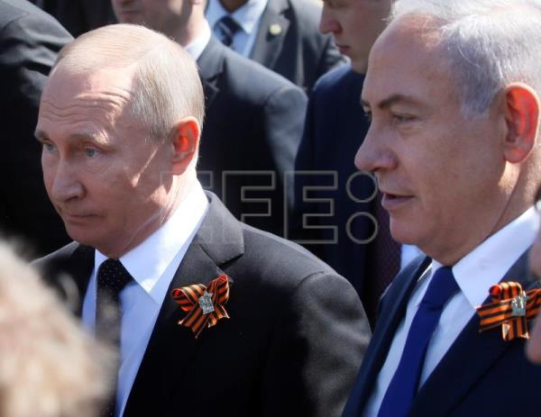 Russian President Vladimir Putin (L) walks with Israeli Prime Minister Benjamin Netanyahu (R) after the Victory Day parade in Moscow, Russia, May 9, 2018. EPA-EFE/MAXIM SHIPENKOV/POOL