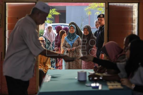 Polling stations open for close-fought 14th general election in Malaysia