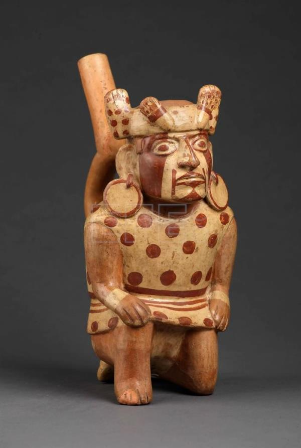 The expo is made up of 80 ceramic, metal and fabric items associated with Mochica art and on loan from Peru's Larco Museum, the National Museum of Archaeology, and from archaeological remains on the north coast, such as San Jose de Moro and the Huacas of Moche. EFE