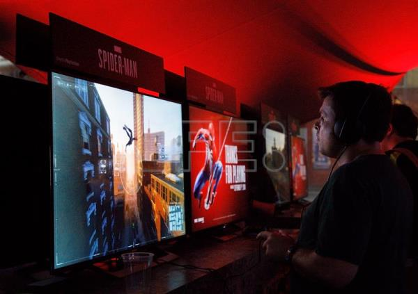 A gamer plays the Spider-Man video game at the Sony Playstation E3 party in Los Angeles, California, USA, Jun. 11, 2018. EPA-EFE/EUGENE GARCIA
