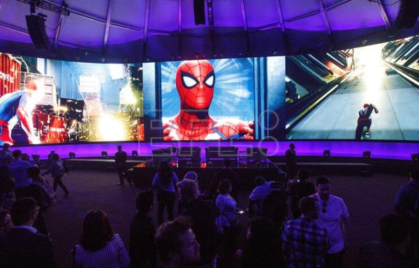 Attendees view scenes from the Spider-Man video game on large screen during the Sony Playstation E3 party in Los Angeles, California, USA, Jun. 11, 2018. EPA-EFE/EUGENE GARCIA
