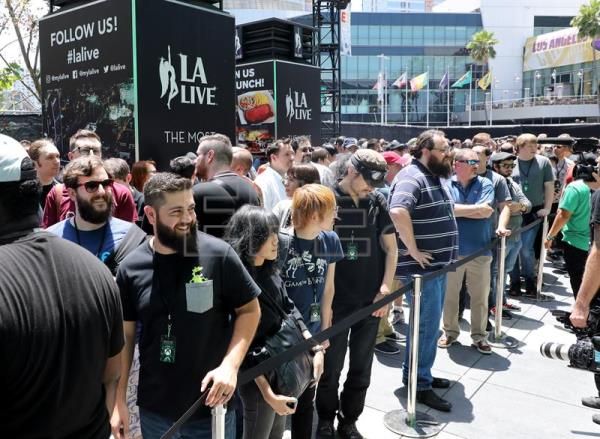 Attendees wait to enter the Xbox press conference at the Microsoft Theater prior to the E3 expo in Los Angeles, California, USA, Jun. 10, 2018. EPA-EFE/EUGENE GARCIA