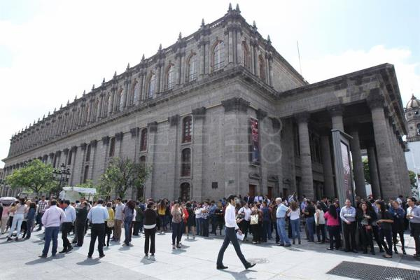 Thousands of Mexicans participated in an earthquake drill on Monday in Guadalajara, on the 31st anniversary of the 1985 quake that killed thousands. EFE