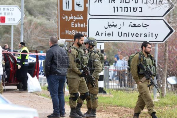 Israeli killed, 2 wounded in attack near to West Bank settlement