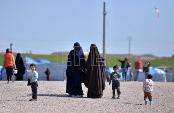Unidentified women, reportedly wives of a suspected Islamic State (IS) fighters, walk at Roj refugees camp in Hasakah, northeast of Syria, Feb. 24, 2019. EPA-EFE FILE/MURTAJA LATEEF