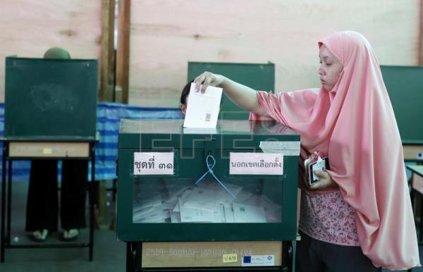 Thai-Muslim voter casts her ballot during the advance voting of the general election at a polling station in Bangkok, Thailand, Mar. 17, 2019. EPA/RUNGROJ YONGRIT