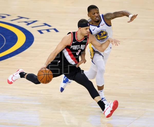 Curry leads Warriors to easy Game 1 win over Trail Blazers in West finals