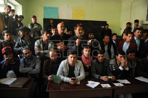 Voting continues in 401 centers closed on day 1 of Afghan
