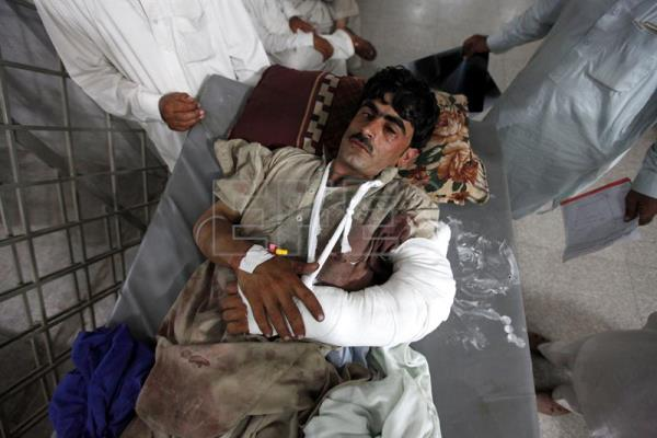 A man who was injured in twin bomb blasts in Parachinar, is brought to a hospital in Peshawar, Pakistan, Jun. 24, 2017. EPA/ARSHAD ARBAB