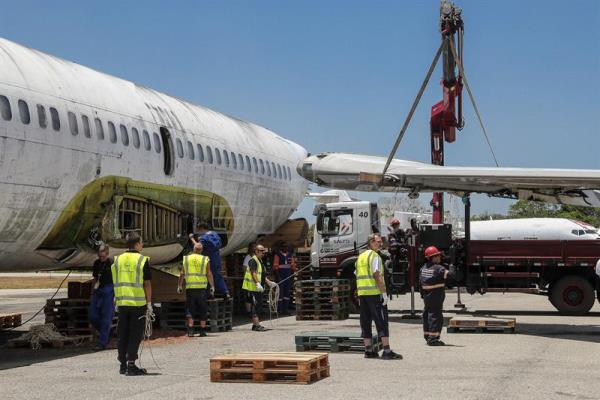 Technicians from the German airline Lufthansa dismantle one of the wings of the Boeing 737-200, in Fortaleza, Brazil, Sept. 13, 2017. EPA-EFE/Jarbas Oliveira