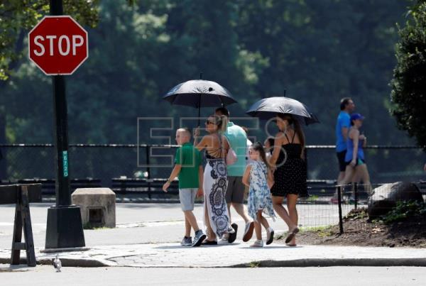New Yorkers suffer from shaky power grid as heatwave continues