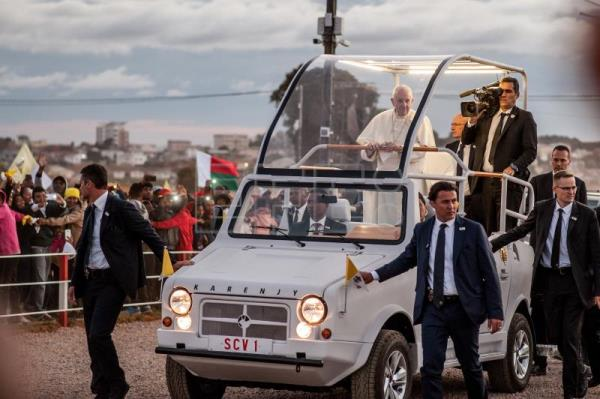 Pope urges youth in impoverished Madagascar to persevere despite challenges