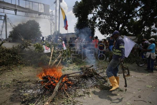 Labor unions, indigenous groups launch new anti-gov't protests in Colombia