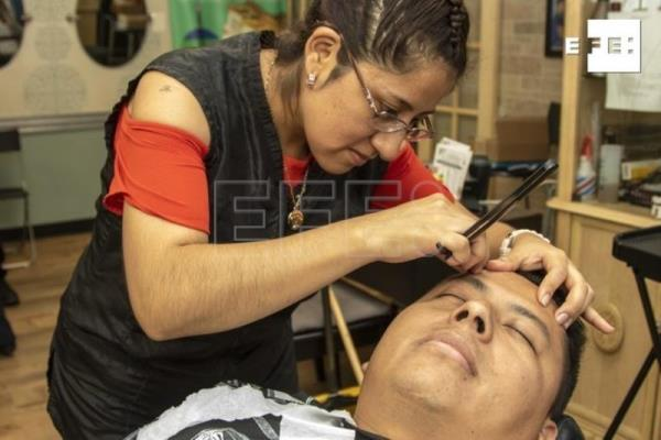 New York hairdressers look after Latino community's mental health