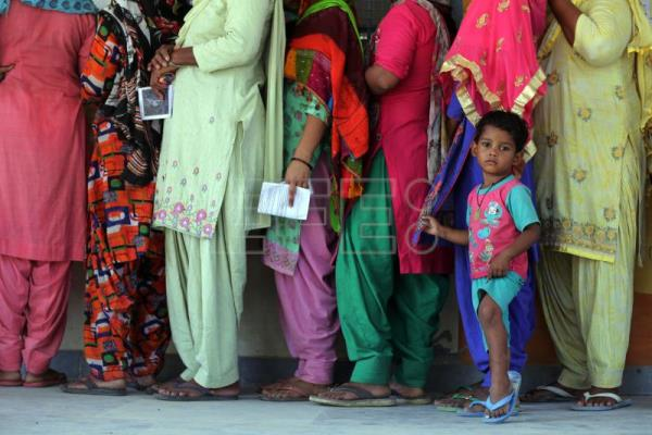 India votes in last leg of general elections
