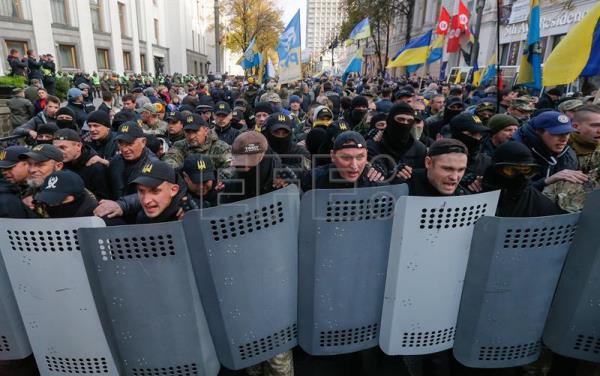 Thousands protest in Ukraine demanding anti-corruption measures