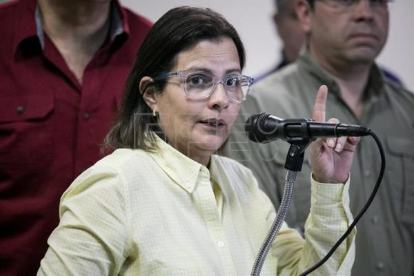Democratic Unity Roundtable (also known by its Spanish acronym 'MUD') coordinator Liliana Hernandez offers statements to the press in Caracas, Venezuela, 16 October 2017.  EPA-EFE/MIGUEL GUTIERREZ
