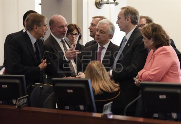 Argentina's Foreign Minister Susana Malcorra (C, down) and Argentina's Ambassador to the OAS Juan Jose Arcuri (L) talk with their colleagues Luis Alfonso de Alba (2L) of Mexico, Andres Gonzalez Diaz (3R) of Colombia and Hugo Cayrus (2R) of Uruguay before a session of the Permanent Council of the Organization of American States (OAS) on Venezuela, chaired by Honduras due to Bolivia's absence, in Washington DC, United States, April 3, 2017. EFE/Lenin Nolly
