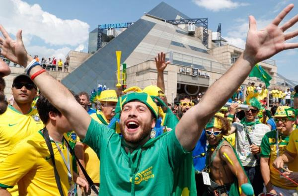 Brazil welcomed by a carnival of song and dance ahead of
