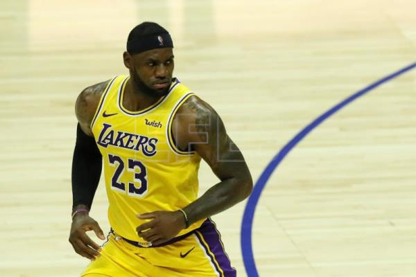 87-96. James aporta triple-doble en la victoria de los Lakers