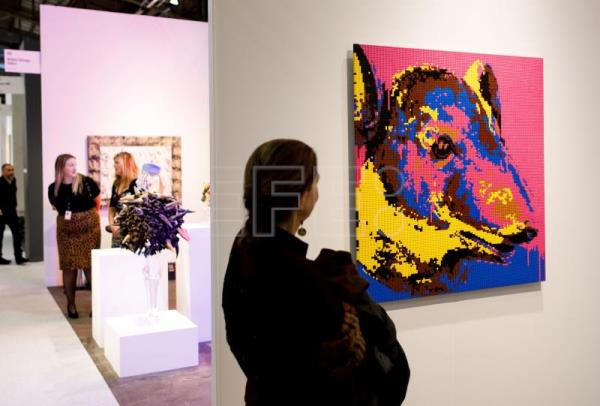 Nearly 200 galleries exhibit at 25th Armory Show in New York
