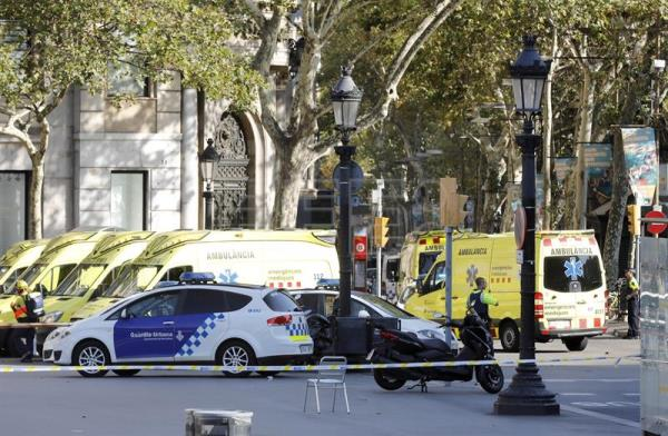 Police officers and emergency service workers set up a security perimeter near the site where a van crashed into pedestrians in Las Ramblas, downtown Barcelona, northeaster Spain, Aug. 17, 2017. EFE/ANDREU DALMAU