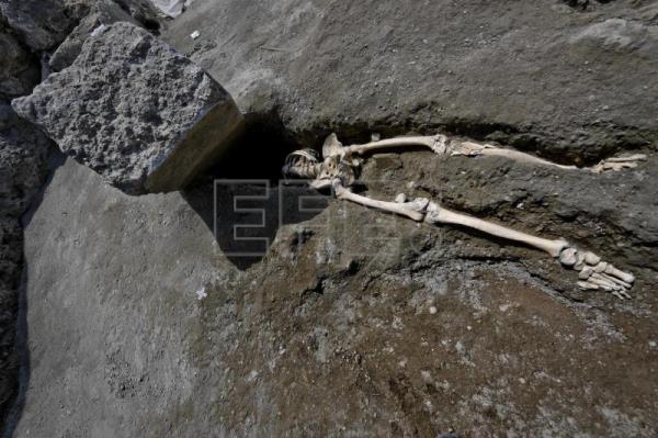 Pompeii archaeologists find skeleton whose limp scuppered ...