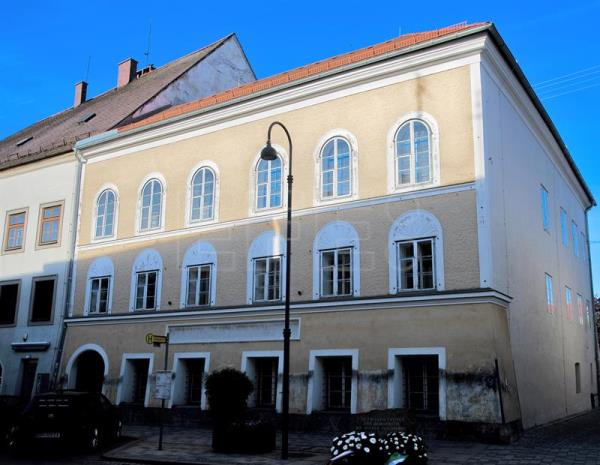 A file picture dated 30 April 2016 showing the house in which late German dictator Adolf Hitler was born, Braunau am Inn, Austria.  EPA/CHRISTIAN BRUNA