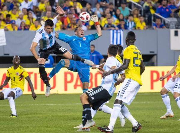 Colombia goalkeeper David Ospina (C) in action against Argentina defender Rodrigo Battaglia (L) during the second half of the friendly match between the national teams of the Colombia and Argentina at MetLife Stadium in East Rutherford, New Jersey, USA, Sep. 11, 2018. EPA-EFE/COREY SIPKIN