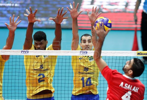 Brazil's Isac Santos (L) and Douglas Souza (C) in action against Egyptian captain Ahmed Abdelhay (R) during a Volleyball Men's World Championship Pool B match between Brazil and Egypt in Ruse, Bulgaria, 12 September 2018. EPA-EFE/ROBERT GHEMENT