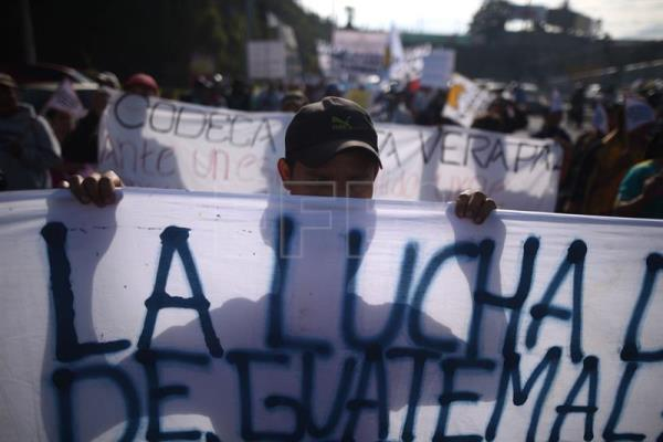 Thousands of Guatemalans march to demand the resignation of President Jimmy Morales and the continuity of the International Commission Against Impunity in Guatemala (Cicig), in Guatemala City, 12 September 2018. EFE-EPA/Edwin Bercian