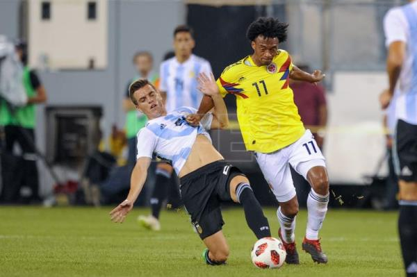 Colombia forward Juan Cuadrado (R) in action against Argentina midfielder Giovani Lo Celso (L) during the first half of the friendly match between the national teams of the Colombia and Argentina at MetLife Stadium in East Rutherford, New Jersey, USA, Sep. 11, 2018. EPA-EFE/COREY SIPKIN
