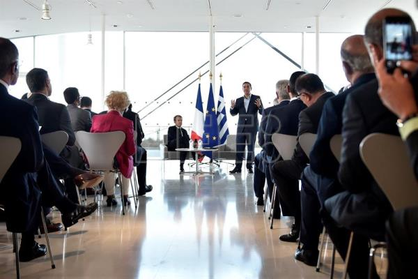 Macron invites French entrepreneurs to invest in Greece