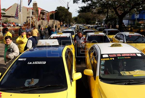 Paraguay taxi drivers again at war with Uber