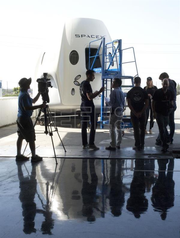 SpaceX on verge of biggest challenge: Sending astronauts ...