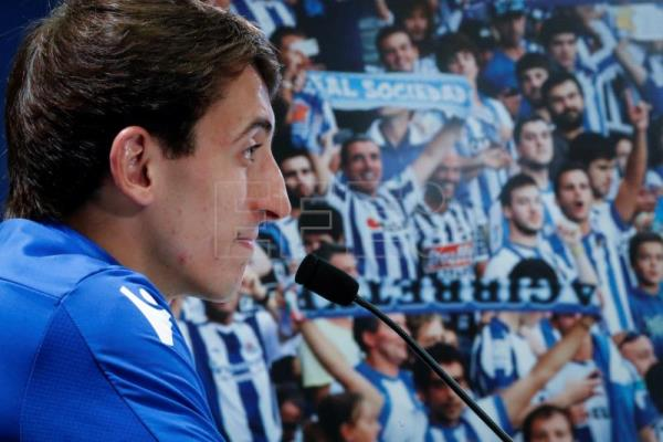 Oyarzabal confident about Real Sociedad contract, mum on Athletic Bilbao