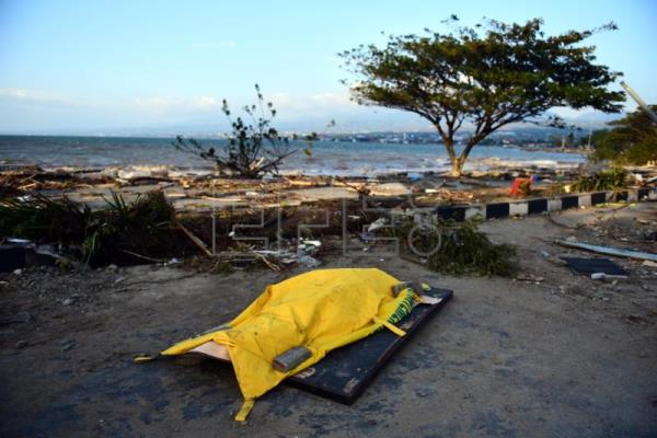 A dead body lays on a tsunami devastated area in Palu, Central Sulawesi, Indonesia, Sep. 29, 2018. EPA-EFE/WILANDER